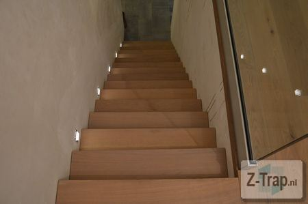 eiken z trap in trapgat geplaatst